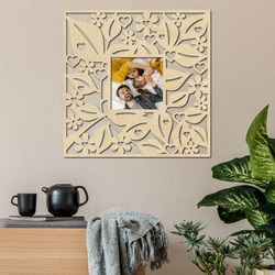 Photo frame on a wooden wall - up to 50 x 50 cm
