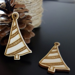 Christmas tree as an ornament, size: 67x40 mm